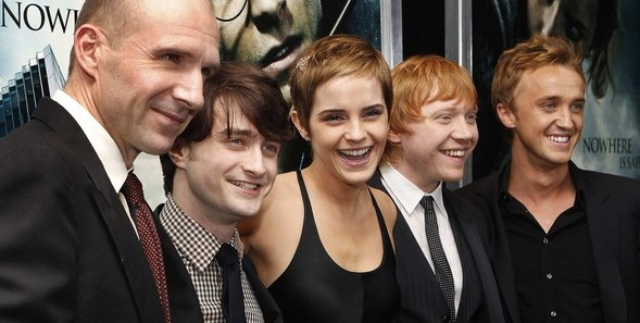 "Cast members pose at the premiere of ""Harry Potter and the Deathly Hallows: Part 1"" in New York"